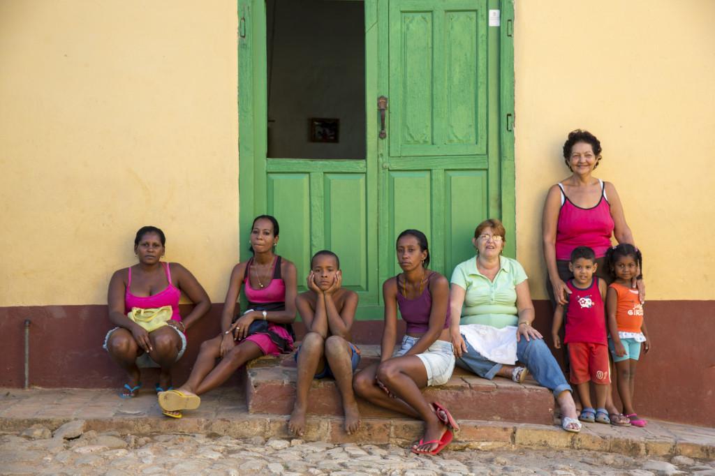 Portrait einer kubanischen Familie in Trinidad.