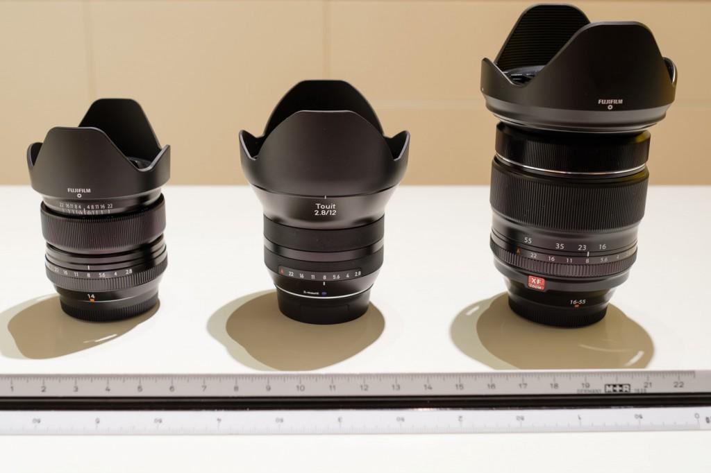 Abbildung der drei Weitwinkelobjektive Fuji XF14, Zeiss Touit 12mm, Fuji XF 16-55