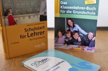 Foto von drei Büchern zur Organisation des Schulalltags