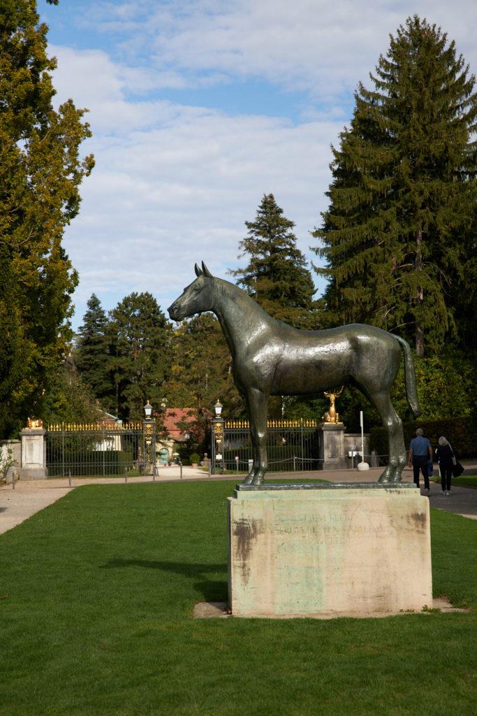 Pferdestatue vor dem Wenkenhof in Riehen.